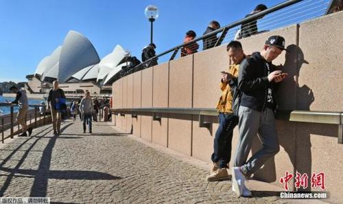 澳媒:中国游客在澳大利亚消费创纪录 首次超过百亿美元