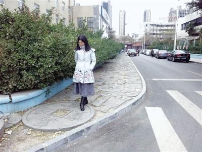 """郑州现最""""土豪""""街道:中国古代""""钱币""""铺路"""