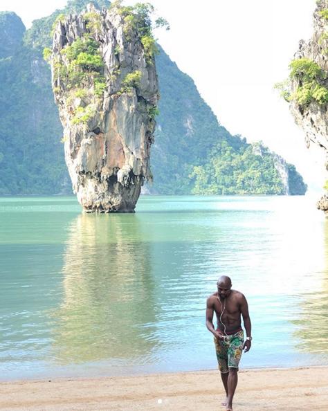 近日,梅威瑟游山玩水來到了泰國普吉島,他在自己的社交網站也陸續發布