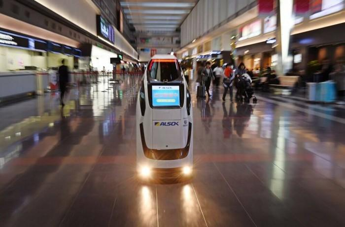 东京奥运会将让机器人来帮机场旅客搬运行李