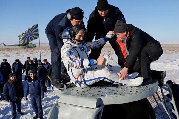 俄飞船载3名国际空间站宇航员返回地球