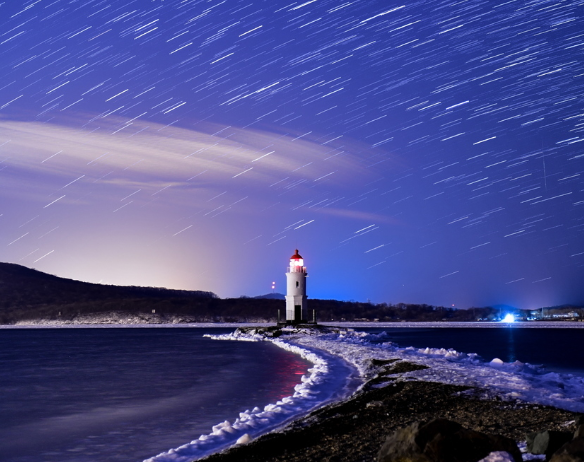 海参崴上空现双子座流星雨 盛大壮观宛如仙境