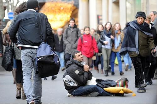 """意大利警方调查称:米兰""""假乞丐""""有工作 住公寓"""
