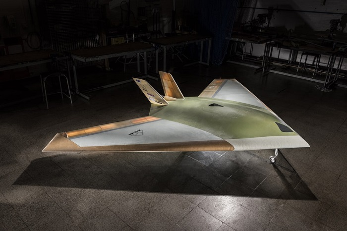 神似F-117隐形战机?无襟翼无人机首飞