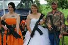 美国掀起枪支婚礼热潮