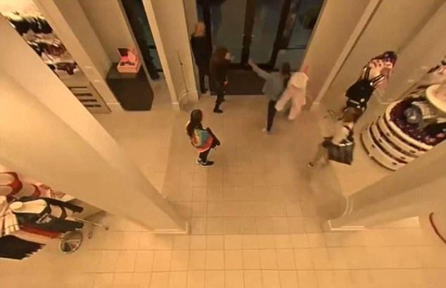 美内衣店遭五名非裔女子持着防狼喷雾和电击器抢劫价值超1500美元内衣
