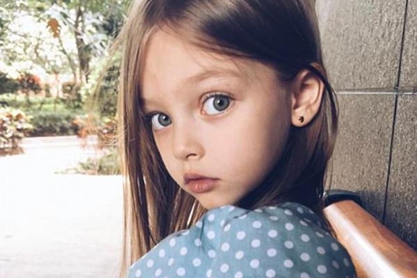 """8岁小模特被赞""""俄最美女孩"""" 粉丝达46万"""