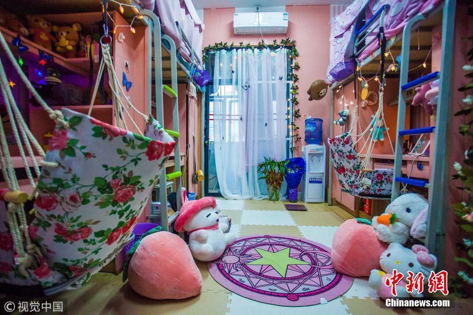 成都一高校四姐妹花300元 打造童话公主风寝室