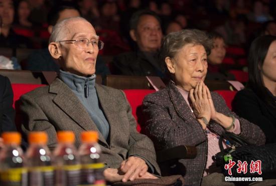 余光中重视中文教育 为4女儿选婿有条件:中文须精通