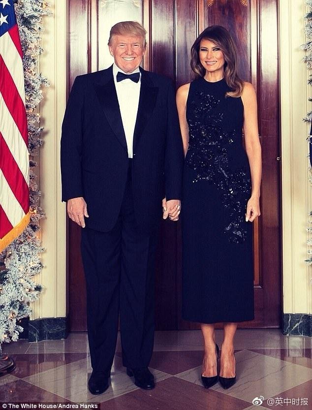 秀恩爱!特朗普入主白宫首个圣诞照曝光