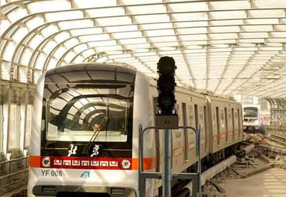 北京全自动轻轨燕房线将开通 乘客试乘体验