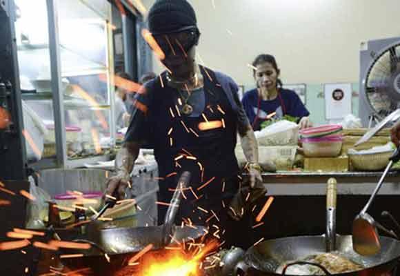 泰国路边摊成米其林一星餐厅 已经营40多年