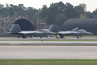 美军F22部署英国威慑俄罗斯?