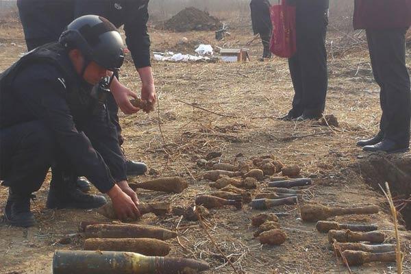 安徽警方集中销毁数百废旧弹药爆炸物