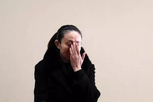 江歌母亲:做梦常梦到无法替女儿挡刀 法庭众人流泪