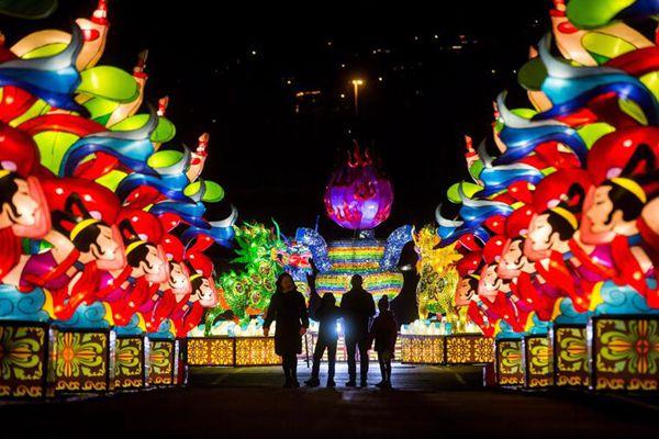加拿大温哥华举办中国彩灯节 五彩花灯缤彩纷呈