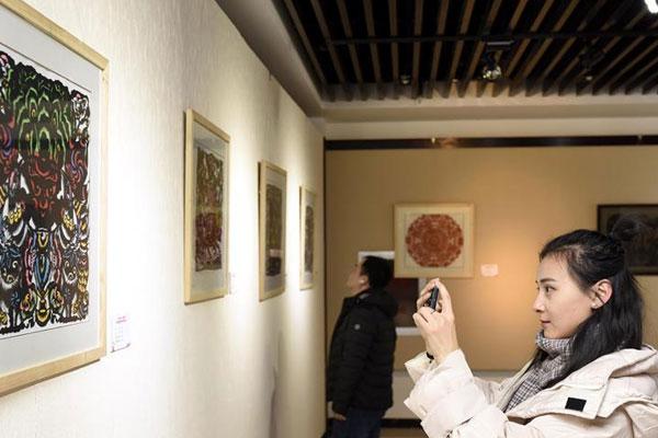 内蒙古举办首届青少年剪纸作品展
