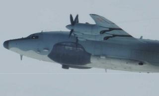 解放军运八绕台 日本派飞机监视