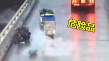 """三轮车""""别""""着煤气罐 事故一幕险象环生"""