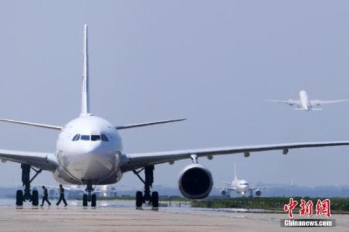 上海飞劲霸男装实体店门面图片马德里航班紧急返航 官方:机上旅客突发疾病