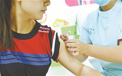"""四价HPV疫苗上市遭""""抢"""" 市场规模有望超300亿"""