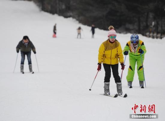 """赴日中国游客钟爱滑雪 日本相关行业迎""""第二春"""""""