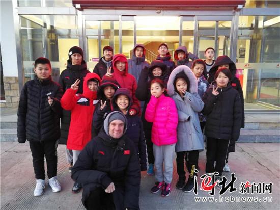 河北单板滑雪队美籍教练:我对这支队伍充满期待