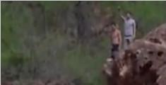 男子悬崖跳水为纪念亡友