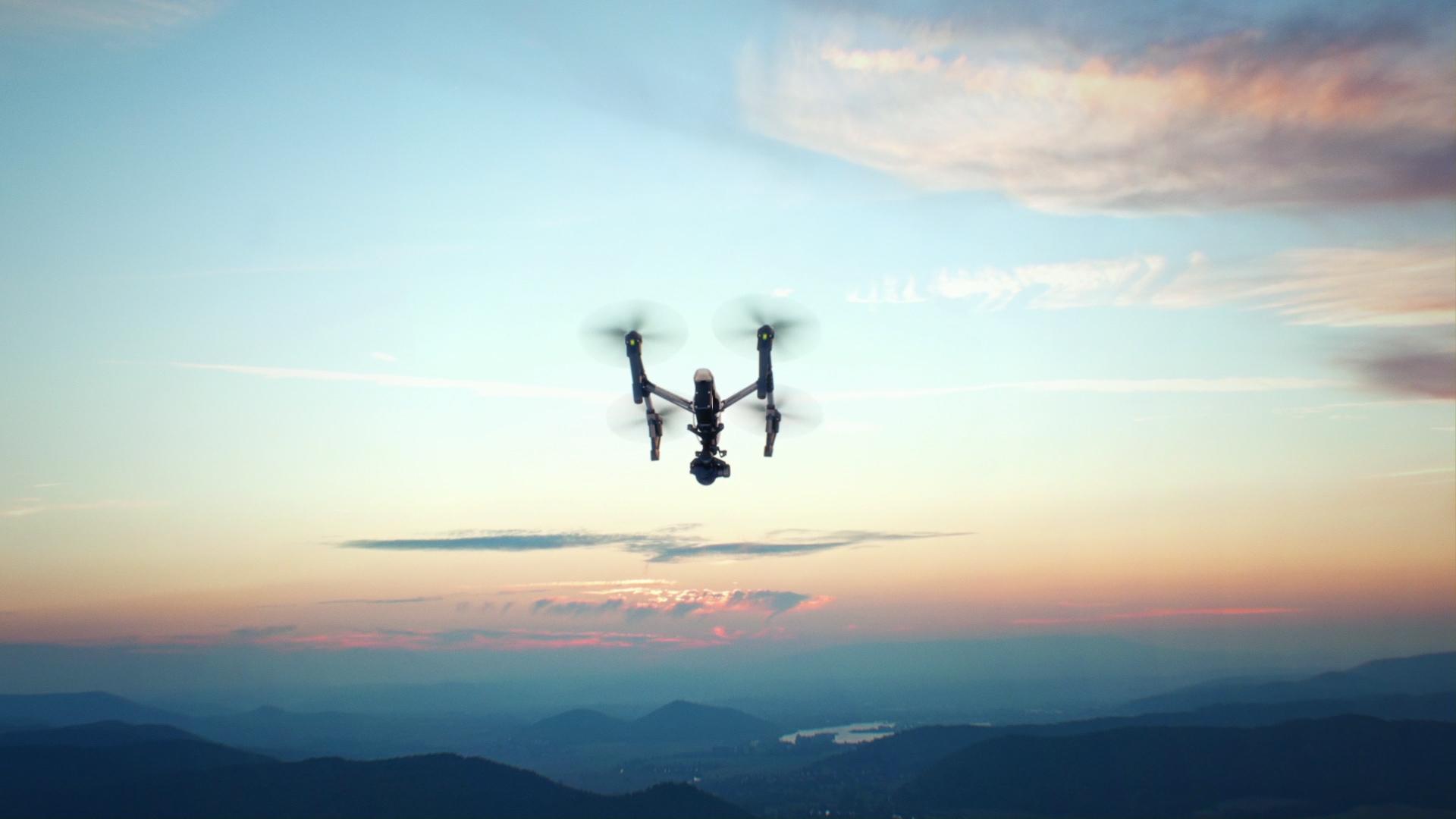 """学生研发出""""黑飞克星""""无人机侦测与反制系统"""