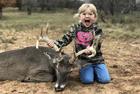 美儿童与猎物合影遭谴责