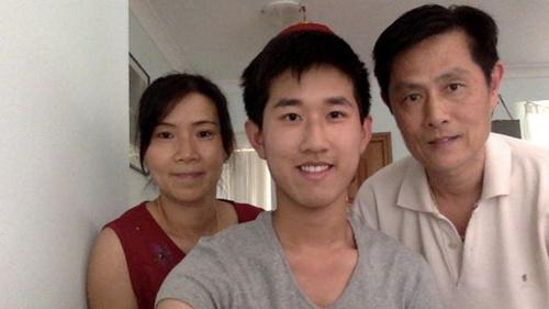 澳大利亚华裔少年高考近满分 父母做清洁不识英文
