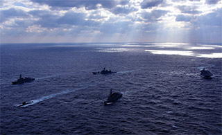 日准航母领衔舰队倾巢而出与加海军演习