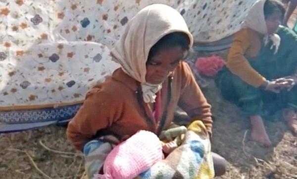 印孕妇遭医院误诊冷漠对待 被迫在田间分娩