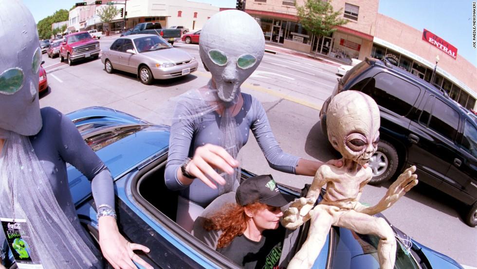美国防部前官员:曾秘密研究UFO 外星生命来过地球