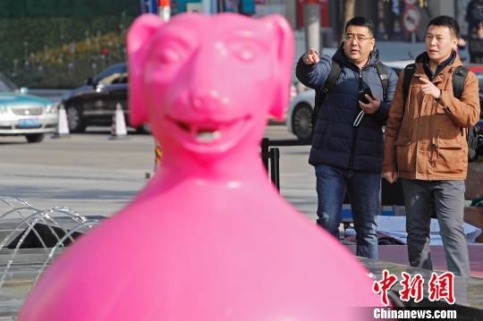"""""""十二生肖""""雕塑亮相上海街头 颜色各异造型""""呆萌"""""""