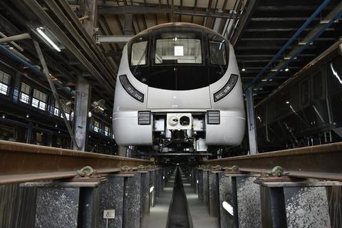 要上墙?印度新德里无人驾驶地铁试运行发生事故