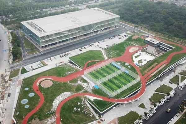 杭州建了第一条空中跑道 跑圈简直拍大片