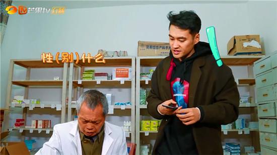 """张歆艺""""失声""""  袁弘上医院买药被质疑性别?"""