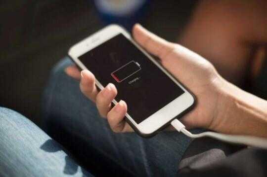 又惹事!韩媒:苹果公司故意降低手机性能遭指责