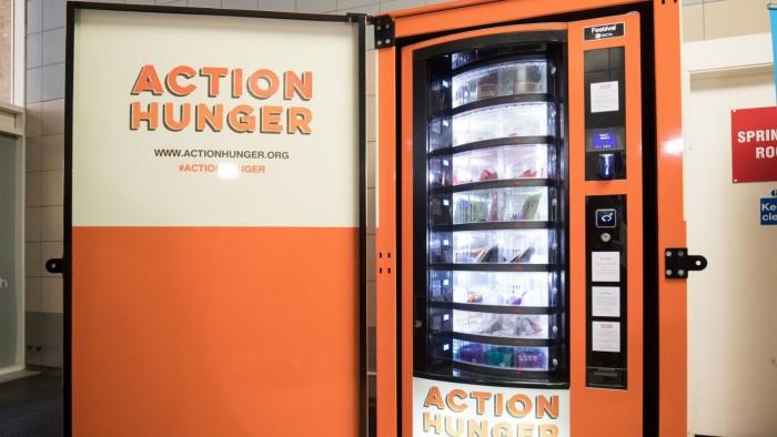 """世界上第一台""""流浪者""""自动售货机在英国推出"""