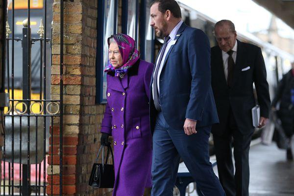 英国女王与丈夫赴私家庄园度圣诞