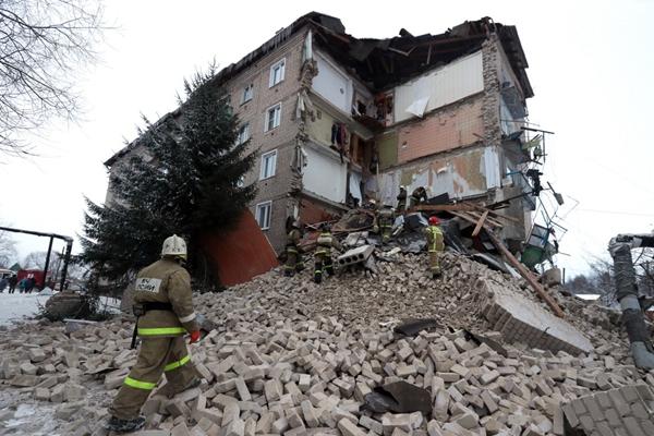 俄罗斯伊万诺沃州一五层公寓发生部分坍塌