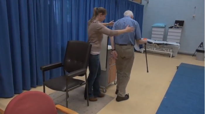"""激光鞋让遭遇""""冻结步态""""的帕金森患者继续移动"""