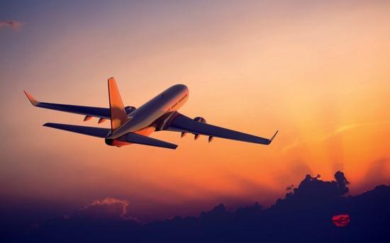 马来西亚一航班撞击飞鸟 中国留学生:生死一线间