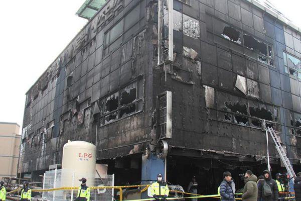 韩国堤川市运动中心火灾死亡人数升至29人