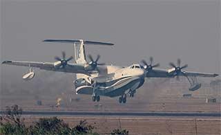 中国AG600水上飞机完成陆上首飞
