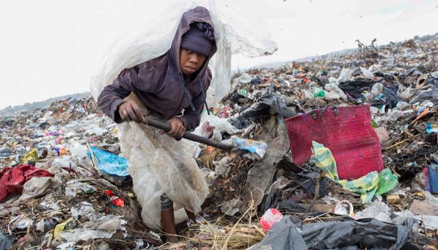 马达加斯加3000人在垃圾堆工作 工资只有6块钱