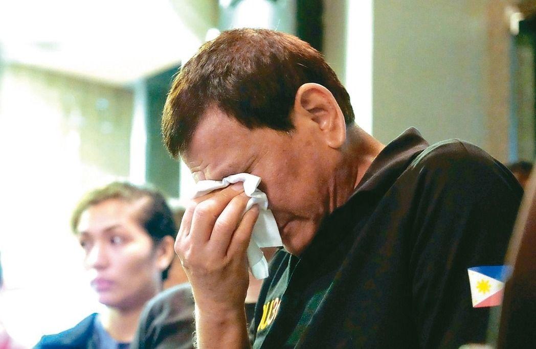 菲律宾大火零存活率 杜特尔特视察落泪