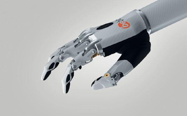 作画、视物、竖中指 AI的进步让假肢更加智能