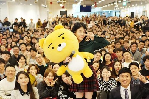 韩人气歌手IU牵手韩移动社交巨头 为Kakao Talk 代言